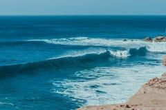 Havaffisch Våg och sand fotografering för bildbyråer