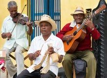 演奏传统音乐的音乐家在Havan 免版税库存图片