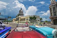 Havana Capitol sikt från en oldtimer Royaltyfri Foto