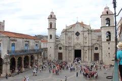 Havana Cathedral em Havana Street idosa em Cuba fotografia de stock