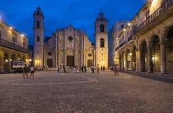 Havana Cathedral på aftonen Royaltyfri Bild