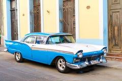 HAVANA, CUBA - APRIL 15, 2017: Close-up van klassieke uitstekende auto in Oud Havana, Cuba Het populairste vervoer voor Royalty-vrije Stock Afbeeldingen
