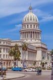 HAVANA, CUBA - APRIL 1, 2012: Taxifiets dichtbij Capitolio Royalty-vrije Stock Fotografie
