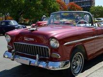 Havana, Cuba: Carro clássico dos E.U. como o táxi cubano Imagens de Stock
