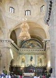 HAVANA, CUBA - 27 DE JANEIRO DE 2013: Interior do Catedral de San Cristobal na plaza da catedral, religioso e turístico famosos Foto de Stock Royalty Free