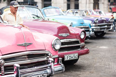 Havana, Cuba - 22 de setembro de 2015: Carro americano clássico o estacionado Fotos de Stock Royalty Free