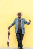 Havana, Cuba - 27 de setembro de 2015: Levantamento cubano tradicional do homem Fotografia de Stock Royalty Free