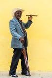 Havana, Cuba - 27 de setembro de 2015: Levantamento cubano tradicional do homem Fotos de Stock Royalty Free