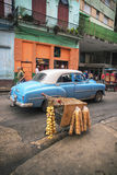 HAVANA, CUBA - 6 DEC, 2015 Blauwe uitstekende klassieke Amerikaanse auto, c Stock Foto