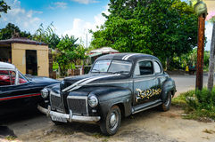 Havana, CUBA - DECEMBER 13, 2013: Oude klassieke Amerikaanse auto dpark Stock Afbeelding