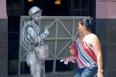 Havana, Cuba, em julho de 2014 - estátua de vida de um homem cubano Imagem de Stock Royalty Free