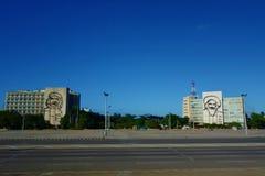 Havana, Cuba - Gebouwen in Havana ` s Plaza DE La Revolucion met portretten van Che Guevara en Fidel Castro royalty-vrije stock fotografie