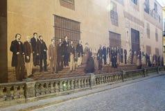 HAVANA, CUBA - JANUARI 27, 2013: ` Voorbij spiegel `, Andres Carrillo, 2000 De mensen die in 19 eeuwkostuums het huis van ma bezo Stock Fotografie