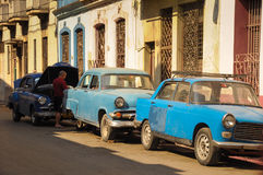 HAVANA, CUBA - JANUARY 20, 2013 Classic American car park on str Stock Photos