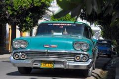 HAVANA, CUBA - JANUARY 30, 2013 Classic American car park on str Stock Photos