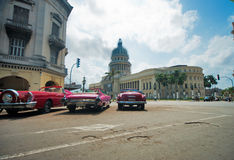 HAVANA, CUBA - JULI 8, 2016 Uitstekende klassieke Amerikaanse auto's, comm Royalty-vrije Stock Foto