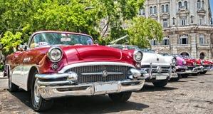 HAVANA, CUBA - JUNI 27, 2016 Uitstekende klassieke Amerikaanse auto's, Com Royalty-vrije Stock Foto's