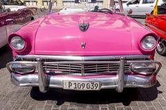 Havana, Cuba Kleurrijke klassieke jaren '50auto's stock afbeeldingen