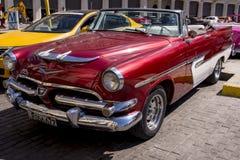 Havana, Cuba Kleurrijke klassieke jaren '50auto's stock foto