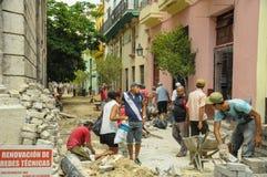 HAVANA, CUBA - MEI die 31, de Cubaanse mensen van Locan van 2013 in Oude Havan spreken Royalty-vrije Stock Foto