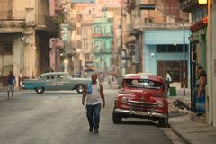 Havana, Cuba, 30 Mei, 2016: Uitstekende auto op de straat van Havana Royalty-vrije Stock Foto