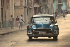 Havana, Cuba, 30 Mei, 2016: Uitstekende auto op de straat van Havana Royalty-vrije Stock Foto's