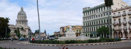 Havana, Cuba Panorama da avenida na frente do capitol Fotos de Stock