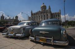 HAVANA/CUBA 4TH JULI 2006 - gamla amerikanare i gatorna av Royaltyfria Bilder