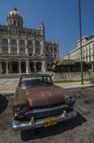 HAVANA/CUBA 4TH JULI 2006 - gamla amerikanare i gatorna av Arkivbild