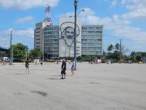 Havana Cuba 02/ 07/2015 Toeristen in het centrale vierkant royalty-vrije stock afbeeldingen
