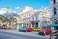 HAVANA-DECEMBER 30 :在城市12月3日的老部分的街道 图库摄影