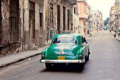 HAVANA-DECEMBER 30 :在城市12月3日的老部分的街道 库存照片