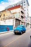 HAVANA-DECEMBER 30: Gata i den gammala delen av staden December 3 Fotografering för Bildbyråer