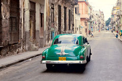 HAVANA-DECEMBER 30: Gata i den gammala delen av staden December 3 Arkivfoton