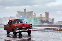 HAVANA - FEBRUARY 19: Classic car and antique buildings on Febru Royalty Free Stock Images