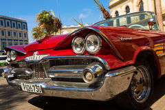 HAVANA - FEBRUARY 26: Classic car and antique buildings on Febru Royalty Free Stock Images