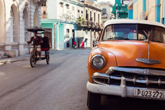 HAVANA - FEBRUARY 17: Classic car and tuc tuc in bacground on Fe Royalty Free Stock Photography