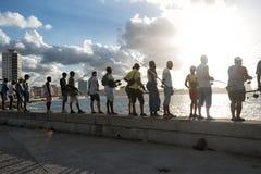 Havana Fishing auf der Strand-Promenade lizenzfreie stockfotos