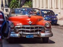 HAVANA, KUBA - 1. APRIL 2012: Cabriolet Taxi Cadillac-Reihe 62 Stockfoto