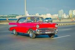 HAVANA, KUBA - 30. AUGUST 2015: Alter Klassiker lizenzfreie stockfotografie