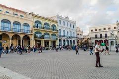HAVANA, KUBA - 20. FEBRUAR 2016: Alte Kolonialbauten auf Piazza Vieja-Quadrat in Havana Viej lizenzfreie stockfotografie