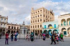 HAVANA, KUBA - 20. FEBRUAR 2016: Alte Kolonialbauten auf Piazza Vieja-Quadrat in Havana Viej stockfoto