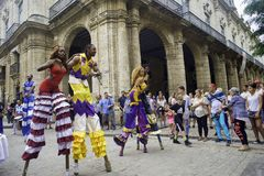 HAVANA, KUBA - 16. FEBRUAR 2017: Bunte Parade von Tänzern in altem H Lizenzfreies Stockbild
