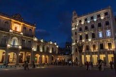 HAVANA, KUBA - 20. FEBRUAR 2016: Glättung Ansicht von alte Kolonialbauten auf Piazza Vieja-Quadrat in Havana Viej stockfotos