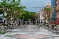 HAVANA, KUBA - 21. OKTOBER 2017: Alte Stadt in Havana und in einem der berühmten Straße - Paseo Del Prado kuba lizenzfreies stockfoto