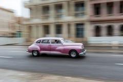 HAVANA, KUBA - 21. OKTOBER 2017: Altes Auto in Havana, Kuba Pannnig Retro- Fahrzeug normalerweise unter Verwendung als Taxi für l stockbild