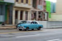 HAVANA, KUBA - 21. OKTOBER 2017: Altes Auto in Havana, Kuba Pannnig Retro- Fahrzeug normalerweise unter Verwendung als Taxi für l Lizenzfreies Stockbild