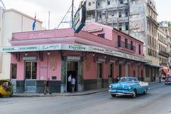 HAVANA, KUBA - 23. OKTOBER 2017: Havana Old Street mit berühmtem Floridita-Restaurant Besichtigungs-Gegenstand Lizenzfreie Stockfotos