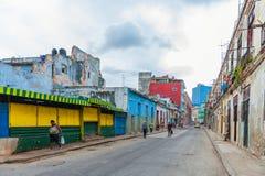 HAVANA, KUBA - 20. OKTOBER 2017: Havana Old Town Architecture Bunte Gebäude Stockbild