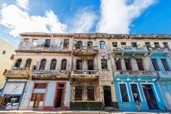 HAVANA, KUBA - 20. OKTOBER 2017: Havana Old Town Street Architecture Bunte Gebäude Lizenzfreie Stockbilder
